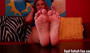 Deepthroat your explosion on Mummy Nikki's lil' soles