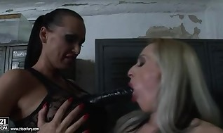 Mandy Bright Shag The Slit Of Constrained Babe Close By Porno Fucktoy